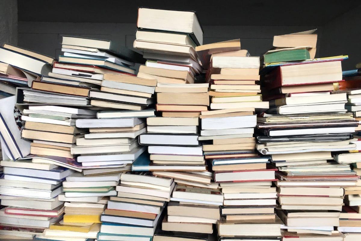 本を出版しても儲からないから本が出ない